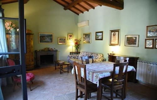 In-Room Dining, Vigna Di Valle