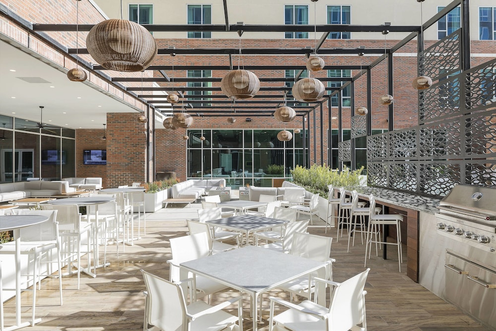 BBQ/Picnic Area, SpringHill Suites by Marriott Greenville Downtown