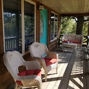 Big Oak Cabin is the Perfect Getaway in the Ozarks! Float, Fish, Hunt, or Relax!