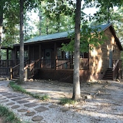 Folk Cabin! Secluded Modern 2 Br/2 Full Bath Cabin Just Behind Ozark Folk Center