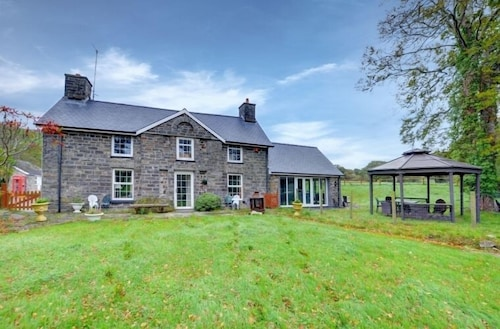 Pentre Farmhouse