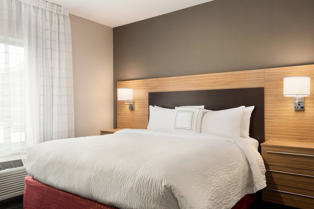 Room, TownePlace Suites by Marriott Dubuque Downtown