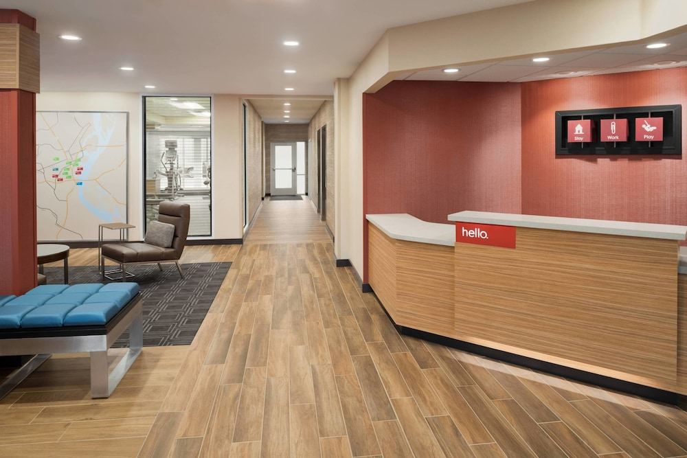 Lobby, TownePlace Suites by Marriott Dubuque Downtown