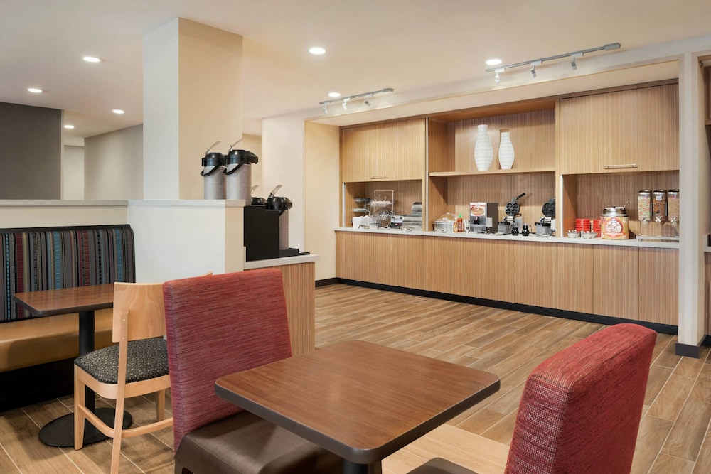 Restaurant, TownePlace Suites by Marriott Dubuque Downtown
