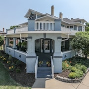 The Corner At Broadway - Old Town Greenwood 7 Bdrm 6 Bath Luxury Historical
