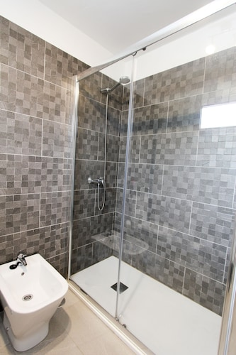 Very Nice Apartment 2 Bedrooms 2 Bathrooms Private Garage Wifi - Nice-apartment-bathrooms