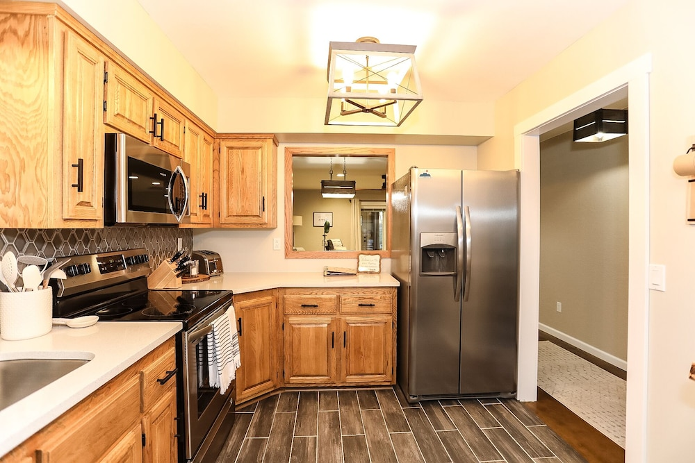 Private Kitchen, Caddyshack~ Newly Remodeled Townhome Yards From Back 40 Bike Trails