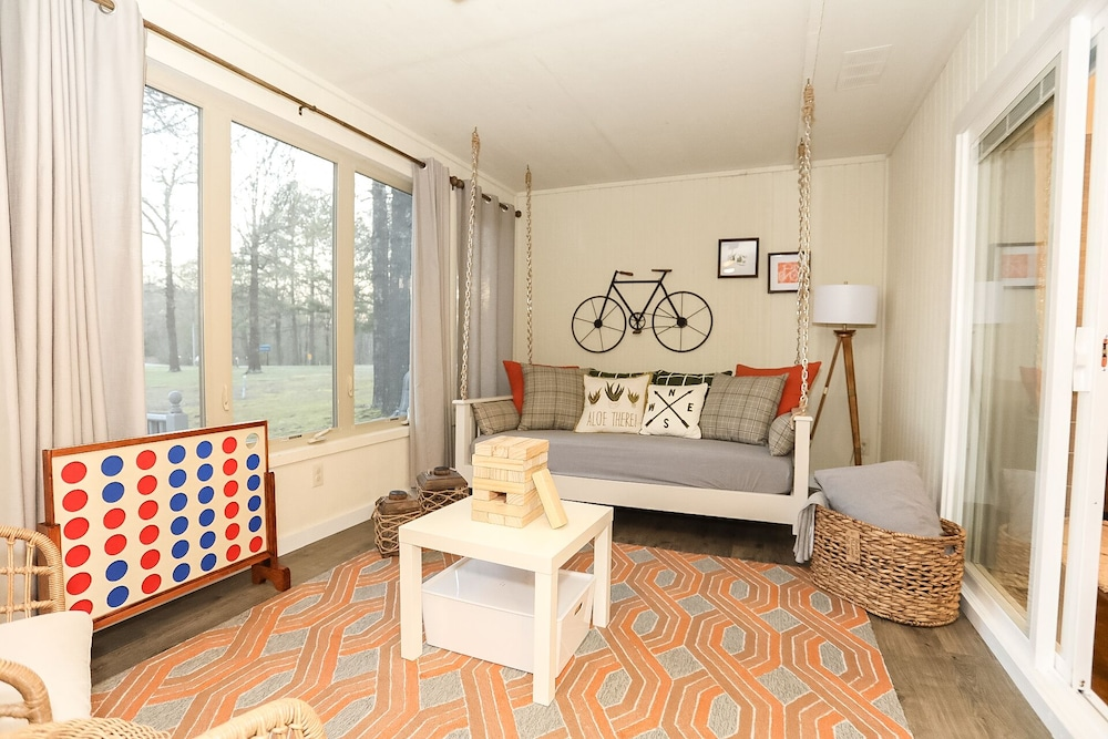 Living Room, Caddyshack~ Newly Remodeled Townhome Yards From Back 40 Bike Trails