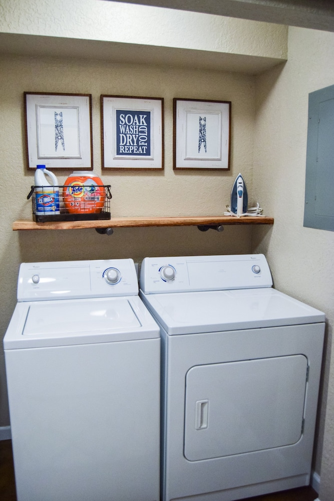 Laundry Room, Caddyshack~ Newly Remodeled Townhome Yards From Back 40 Bike Trails