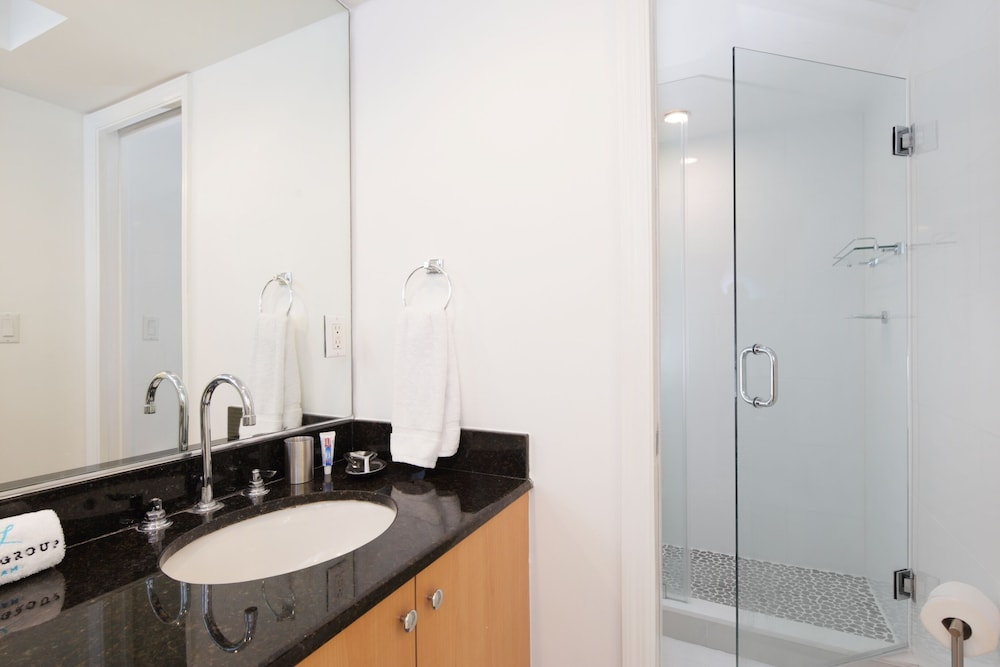The Isabella Amazing 115 Bath Designer Apartment Directly On The
