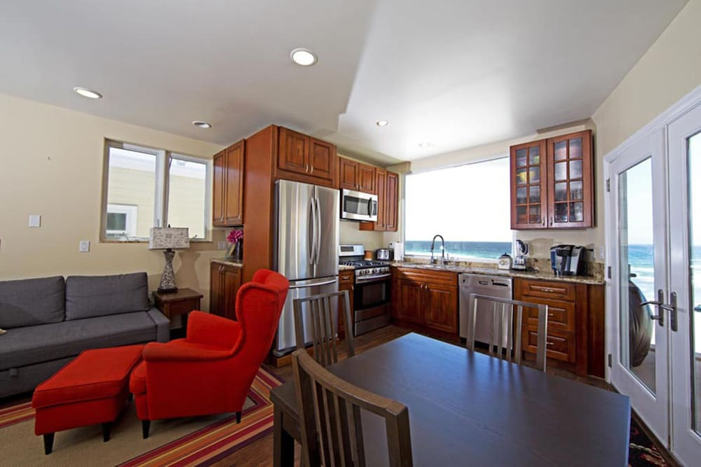 , Beautiful Oceanfront Penthouse North Mission Beach