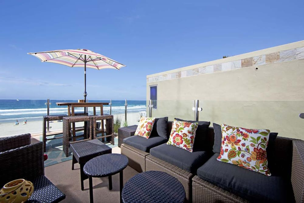 Balcony, Beautiful Oceanfront Penthouse North Mission Beach