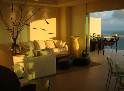 Deluxe Beachfront Penthouse - Marina Bay View Grand - 2 BR/ 3 Bathrooms A