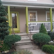 Located 10 Minutes From Downtown Cleveland Welcome to Cleveland Pet Friendly