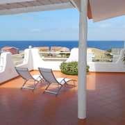 Nanette Penthouse - Elegant, Spacious, Stunning Sea Views