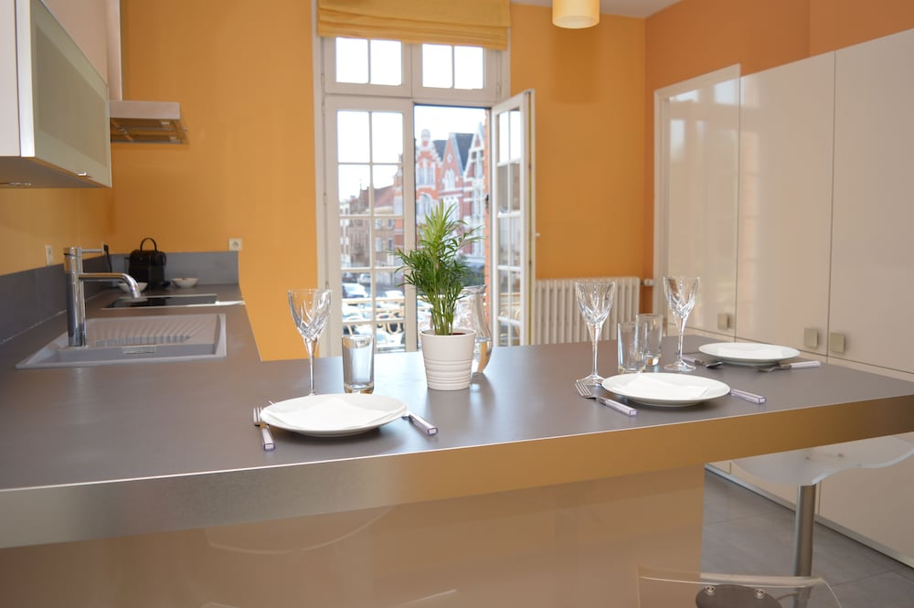 Private Kitchen, Entire Apartment 100 M 2 at the Foot of the Belfry of Arras - Hyper Center