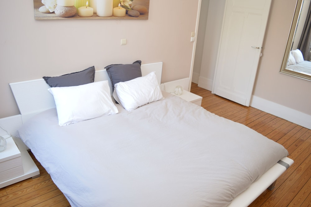 Room, Entire Apartment 100 M 2 at the Foot of the Belfry of Arras - Hyper Center