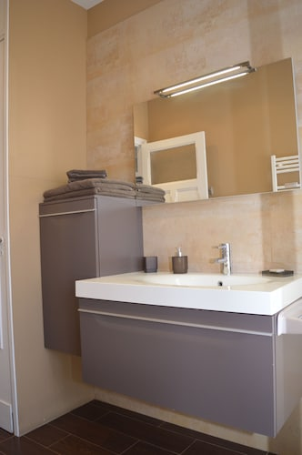 Bathroom, Entire Apartment 100 M 2 at the Foot of the Belfry of Arras - Hyper Center