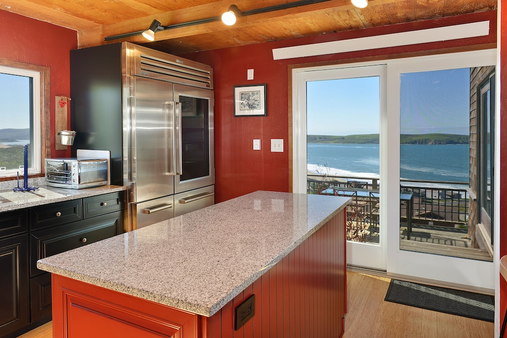 Private Kitchen, 365 Days Great Views of Dillon Beach