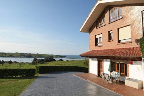 Luxury Apartment With Swimming-pool and Tennis Court. Beach 600m
