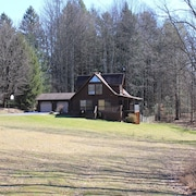 Secluded Luxury Mountain Chalet Near Downtown Fayetteville