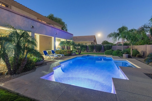 High-end 4500 Sq Feet Estate - Heated Pool, Jacuzzi, Billiard, Former Model hom
