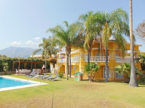 Lovely Andalusian Villa in Marbella 5 min Walk to the Beach With Free Wifi