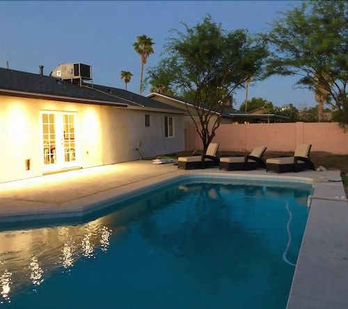 Great Place to stay Private Pool, 15 min to the Airport, Close to Scottsdale and Downtown Phoenix near Phoenix