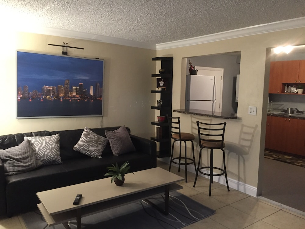 Cozy and Modern 2/1 apt Near Midtown Miami and South Beach ...