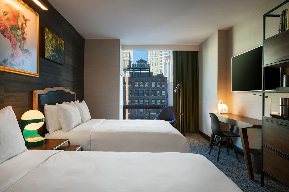 Room, Renaissance New York Chelsea Hotel