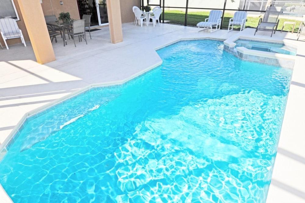 5 Bedrooms Outdoor Pool