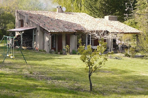 Provencal House With Swimming Pool Facing the Luberon on 15 000 m of Wooded Land