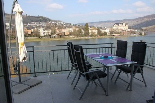 Apartment With Fantastic Views of the River and Vineyards
