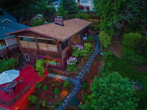 Stunning Pacific Northwest Mountain View- Mt. Tabor Neighborhood Portland