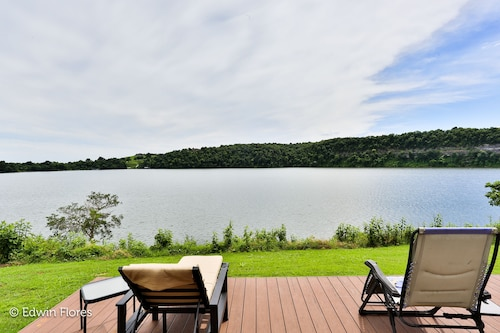 Wow! Waterfront Getaway on Beaver Lake