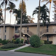 Seasonals!!! Beautiful AND Spacious - Condo IN Sunny Naples Florida!
