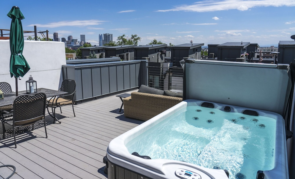 , Luxe - Private Rooftop/hot Tub/fire Pit, Walk Downtown