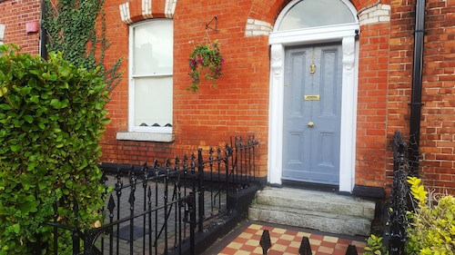 3 Bedroom Victorian Townhouse Beside City Centre