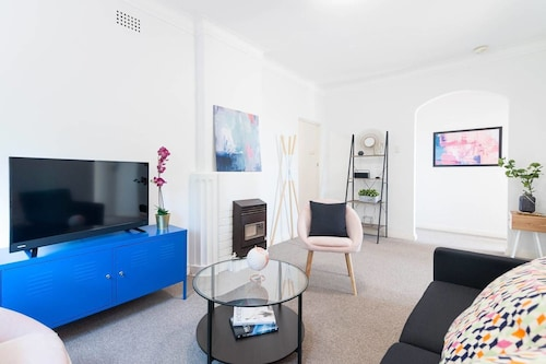 Bright 2BR Apartment Bondi Junction