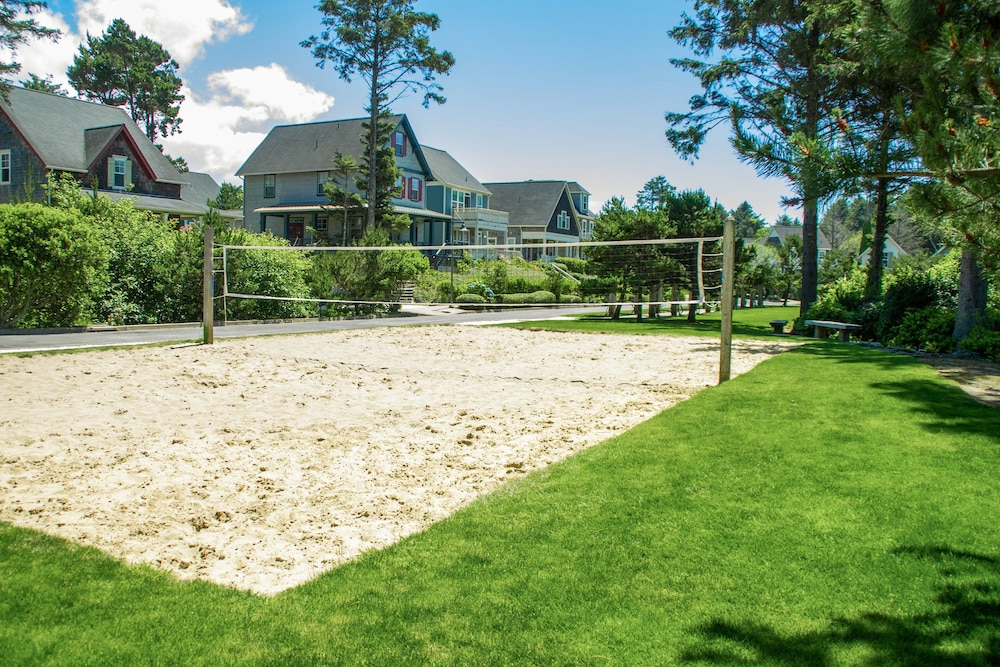 Sport Court, Woods & Waves: Custom 4br W/ Private Hot Tub 4 Bedroom Home