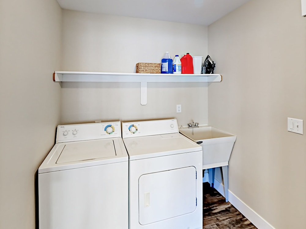 Laundry Room, Woods & Waves: Custom 4br W/ Private Hot Tub 4 Bedroom Home