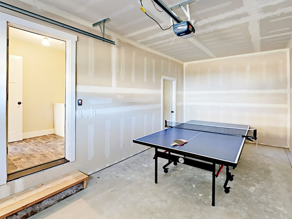 Game Room, Woods & Waves: Custom 4br W/ Private Hot Tub 4 Bedroom Home