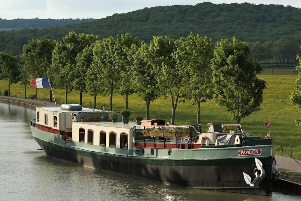 Le Papillon Luxury Canal Barge in Dijon | Hotel Rates