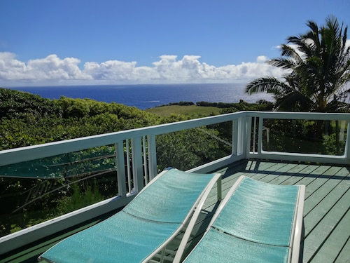 A Romantic Getaway - Spectacular Ocean and Mountain Views! Legally Permitted