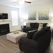 Short & Sweet Airport Retreat - 4 mi to ATL Airport & 11 mi to Downtown