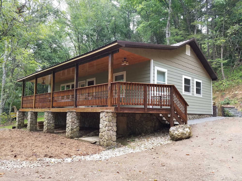 , Private Forest Retreat: No Cleaning Fees!