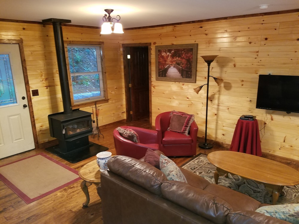Living Room, Private Forest Retreat: No Cleaning Fees!