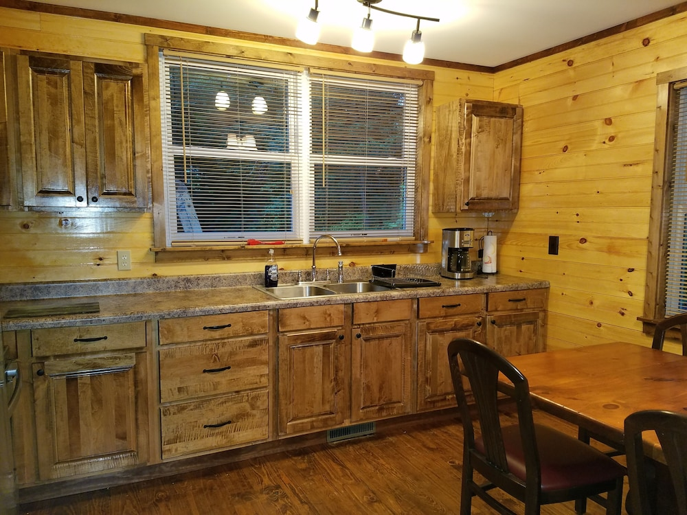 Private Kitchen, Private Forest Retreat: No Cleaning Fees!