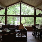 Waterfront - Winding Trail Lodge, Sleeps 6, Enjoy Amenities on Holly Lake Ranch