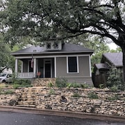 100-year old Bungalow in the Heart of the City, Walking Distance to Zilker Park!